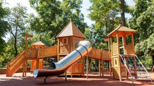 В парке Таганрога открылась обновленная детская площадка