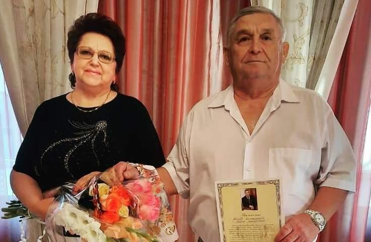 15 августа в ЗАГСе г.Шахты золотую свадьбу отпраздновали Виктор и Любовь Будниковы