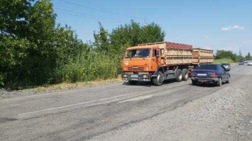 В Шахтах отремонтированную дорогу уже разбили большегрузы