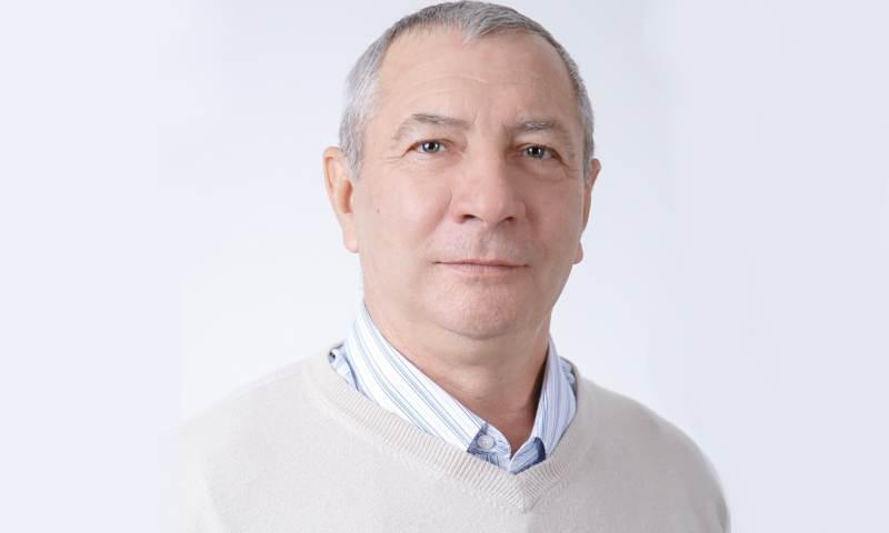Знаком «Почетный работник воспитания и просвещения Российской Федерации» награжден учитель г.Шахты Петр Переверзев