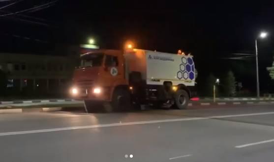 В г.Шахты проводится механизированная уборка дорог