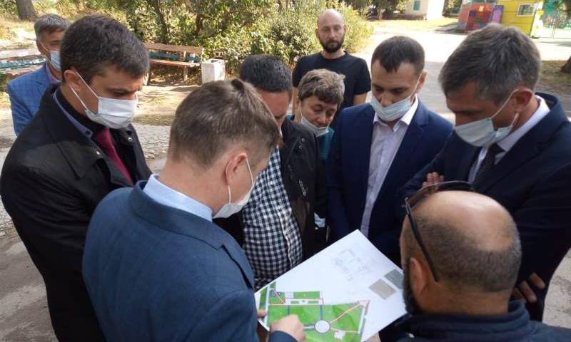 Глава администрации г. Шахты обсудил с подрядчиками сроки окончания II этапа благоустройства Александровского парка