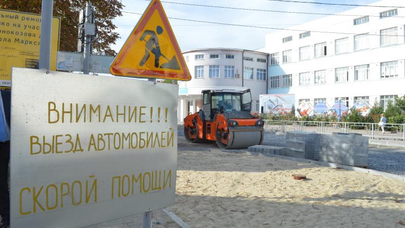 Парковка преткновения: горожане и представители администрации инспектируют ход реконструкции улицы Шевченко [МНОГО ФОТО]
