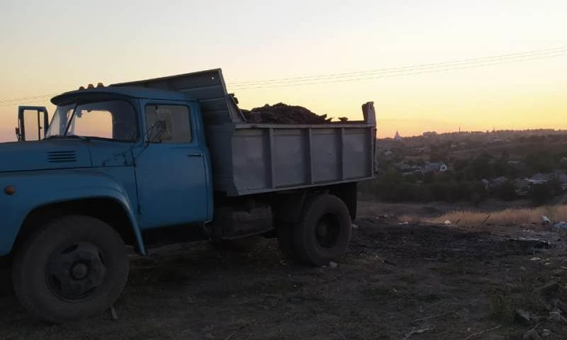В Шахтах задержан водитель грузовика, высыпавший мусор в неположенном месте