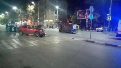 Ночью на перекрестке Советской и Карла Маркса иномарка протаранила реанимацию