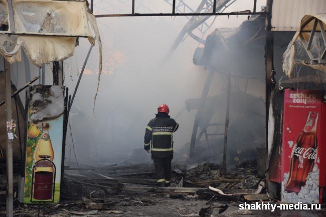 Пострадавшим от пожара на центральном рынке г.Шахты  оказывается помощь