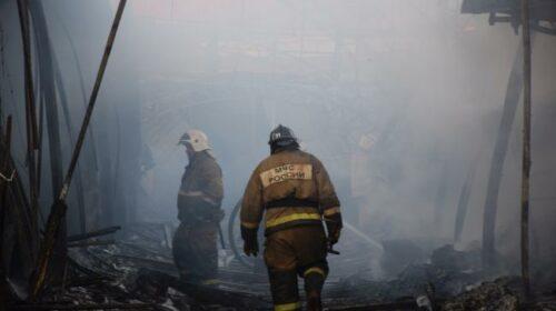 На улице Южное крыло города Шахты сгорело заброшенное строение