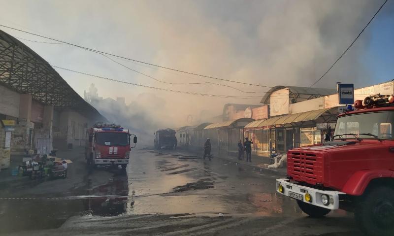 В Шахтах горит Центральный рынок. Идет эвакуация людей