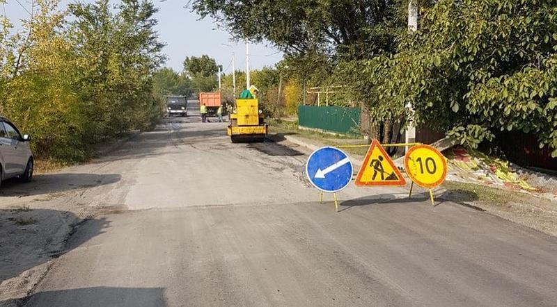 В Шахтах ведется ремонт дорог на Громова, Космической и Колесникова
