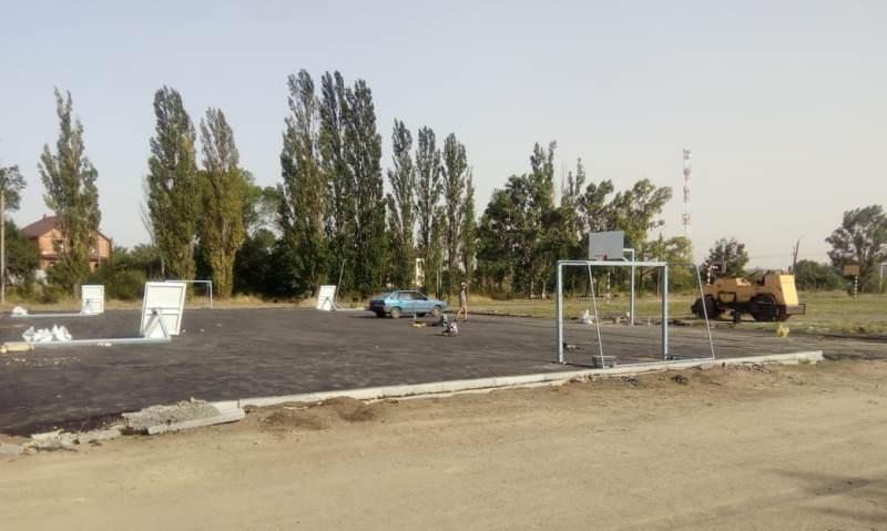 Ремонтируется спортивная площадка школы №49 г.Шахты