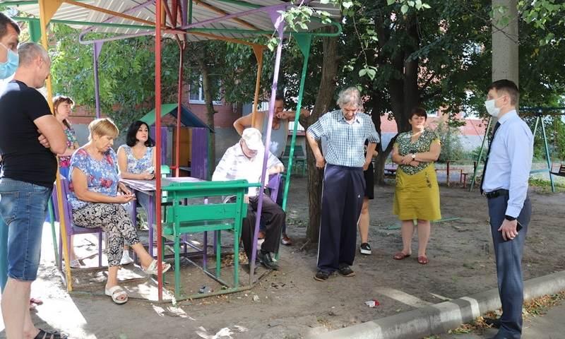 Глава администрации г.Шахты встретился с жителями улицы Хомякова
