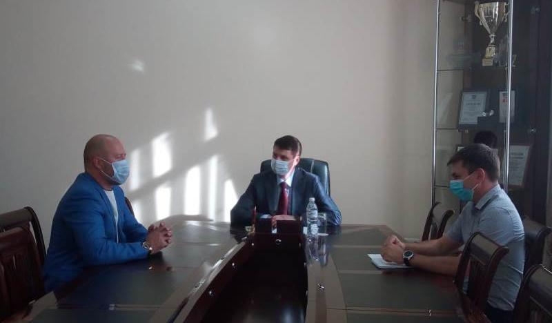 Глава администрации провел встречи с руководителями системообразующих предприятий города Шахты