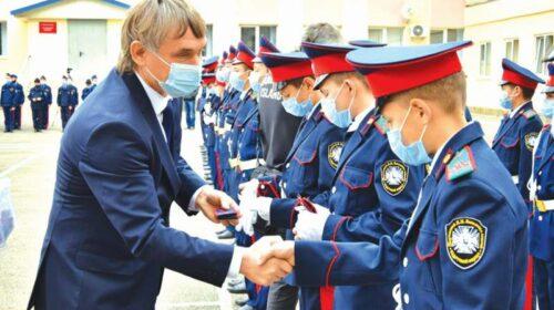Шахтинские кадеты приняли присягу и получили погоны