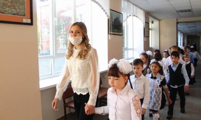 Продолжая учительскую династию Виктория Герасимова работает в школе №14 один год