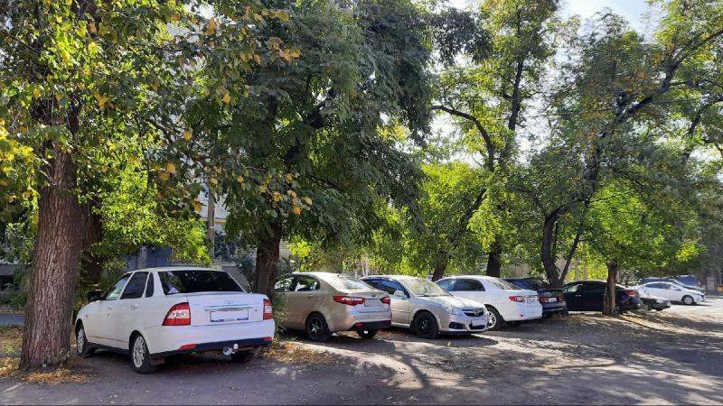 Точки преткновения: эксперты обсуждают штрафы за парковку во дворах