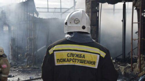 В Шахтах сгорел цех по переработке опилок