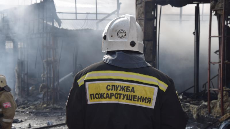 В Шахтах сгорела хозпостройка