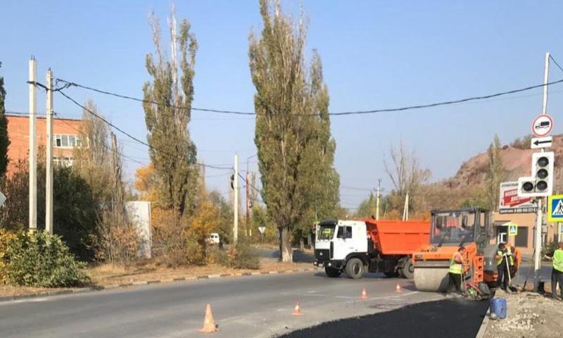 В Шахтах продолжают благоустраивать дороги