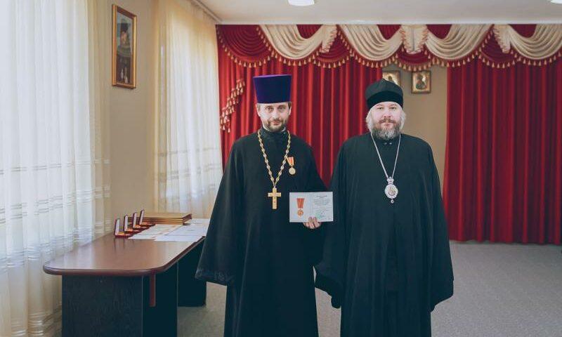 Епископ Симон вручил Патриаршие награды духовенству Шахтинской епархии