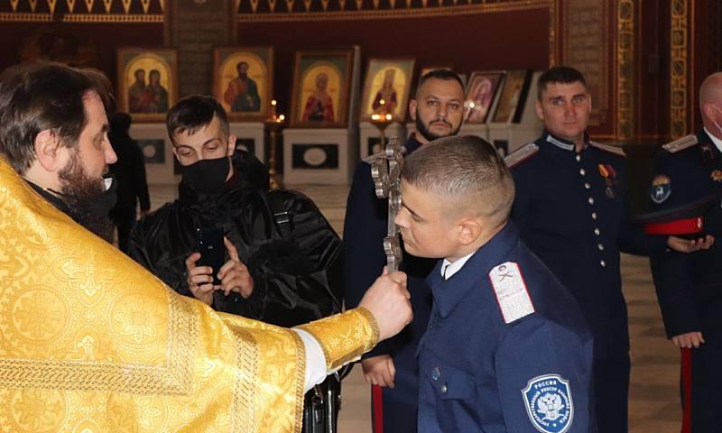 Отец Георгий благославил шахтинских казаков на присягу