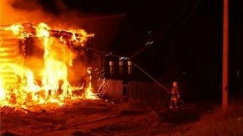 На улице Евгения Кобылкина г.Шахты сгорела хозпостройка